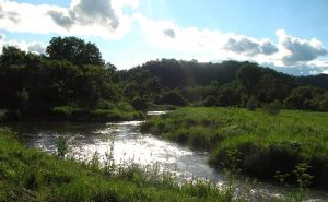 PHOTO OF DRIFTLESS REGION IN SOUTHWEST WISCONSIN. ROLLING HILLS AND THE KICKAPOO RIVER IN THE FOREGROUND.